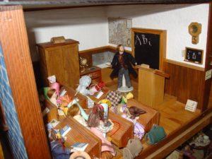 Puppenhausmuseum, Schule