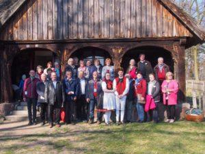 Reisegruppe mit polnischen Partnern im Freilichtmuseum Osiek