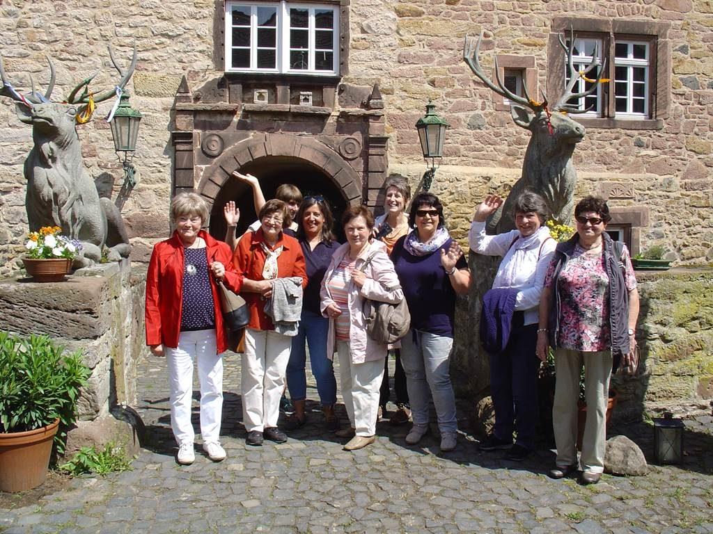 Sachsenhäuser Landfrauen vor Schloss Hirschgarten in Nassenerfurth 25.05.2019
