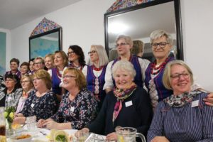 polnische (stehend) und deutsche Landfrauen